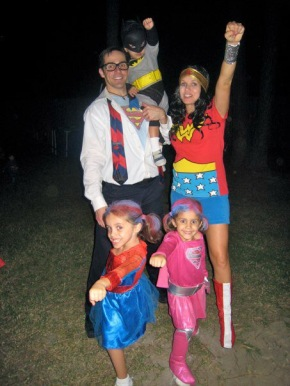 Pregnanat Wonderwoman and the Superfam